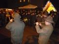 Am Abend ist der Adventmarkt sehr gut besucht
