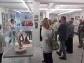 Ausstellungsbereich der Kunstwerke aus Keramik