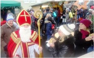 Hoher Besuch am am Siedlerstandl: Der Nikolaus ist gekommen