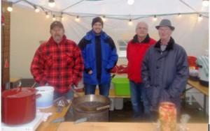 Unser Team im Zelt - Heiße Maroni und heiße Getränke